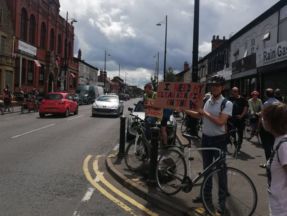 Hundreds of People Form 'Human Bike Lanes' Along the A6